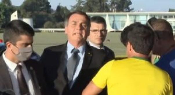 jair bolsonaro 1 e1589035811636 300x164 - 'Eu sinto que o senhor traiu a nação': diz apoiadora de Bolsonaro; presidente responde: 'cobre do seu governador. Sai daqui' - VEJA VÍDEO