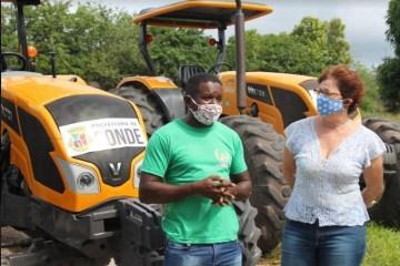 márcia - Agricultura Familiar: Prefeitura de Conde entrega novo trator para atender agricultores locais