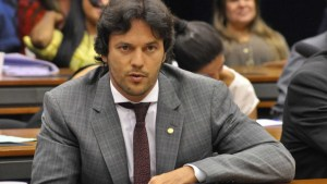 naom 58f41ef000088 300x169 - Ex-aliados de Bolsonaro veem traição à retórica da campanha