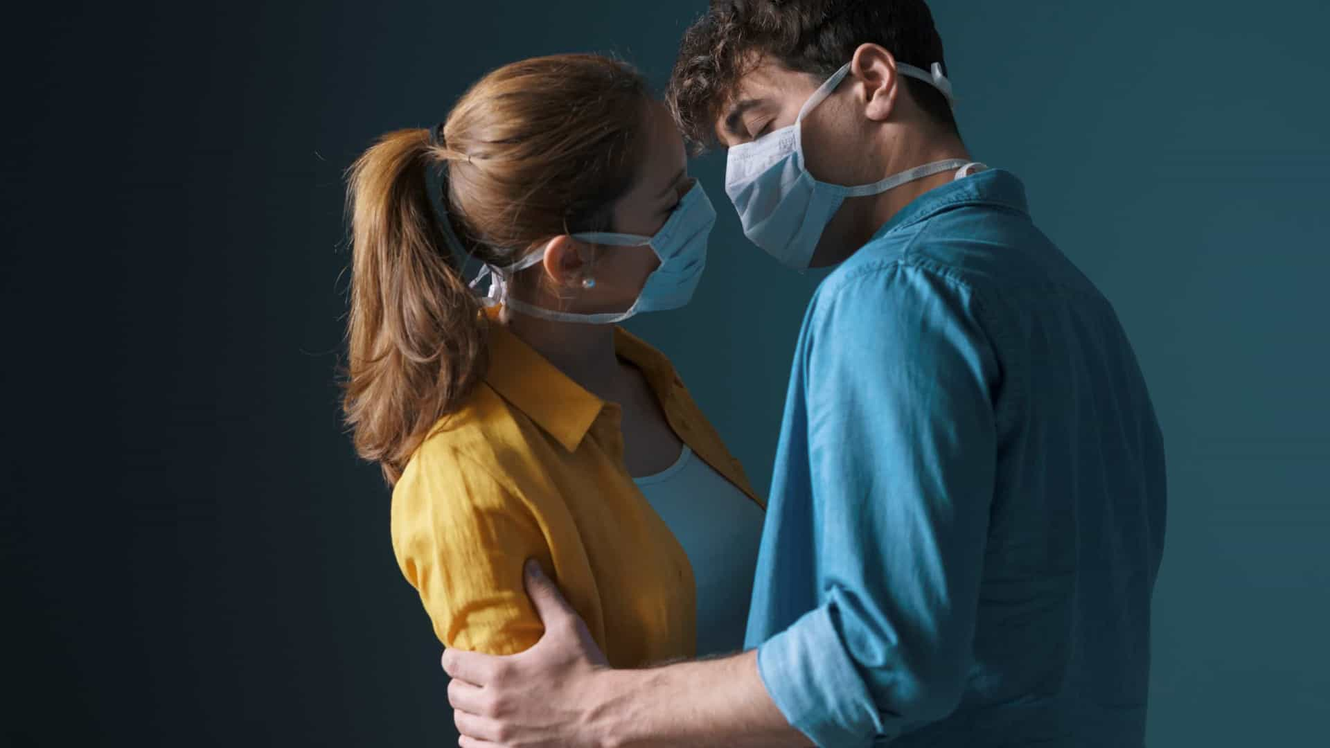 Proteção extra: Casais devem usar máscaras durante o sexo, afirma estudo