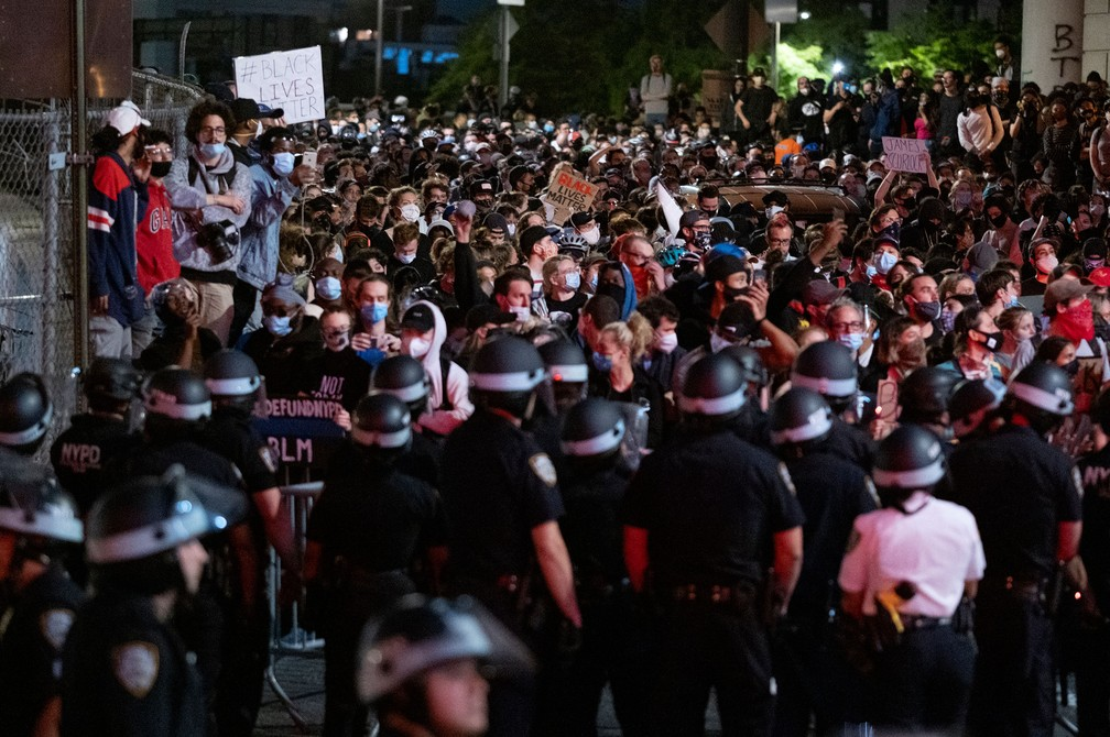 novayork02 - Mais de 9 mil são presos em oito dias de protestos contra o racismo nos EUA