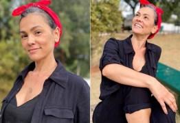 Ex-Tiazinha, Suzana Alves assume os fios brancos, é criticada e rebate: 'Estética não é importante'