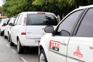 taxis1 foto walla santos 300x200 - Taxistas de João Pessoa fazem manifestação para pedir aprovação de auxílio emergencial para a categoria