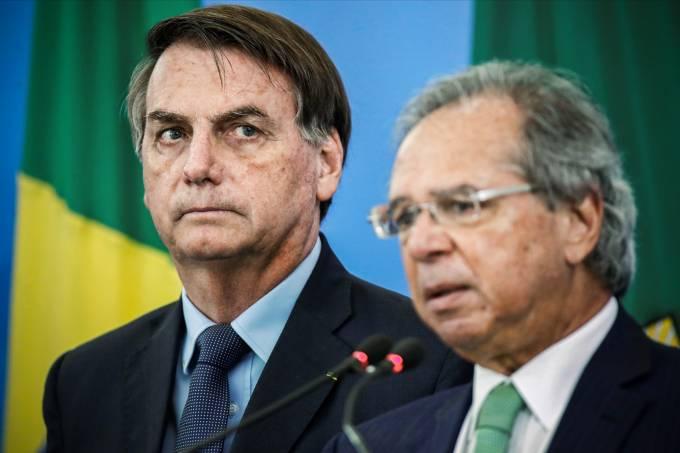 2020 04 27t122926z 1 lynxnpeg3q0ze rtroptp 4 health coronavirus brazil bolsonaro 1 1 - Governo busca executivo para o Banco do Brasil, mas salário de R$68 mil é considerado baixo