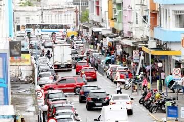 Rua Maciel Pinheiro Marquises de lojas Leonardo Silva 1024x683 1 - No primeiro final de semana após reabertura do comércio centro de CG fica lotado