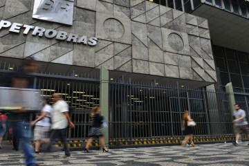abr5101 - Programas de demissão da Petrobras têm mais de 10 mil inscritos
