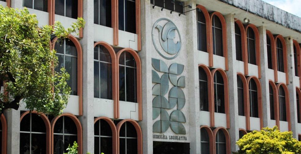 alpb - Lei de autoria do deputado Tião Gomes suspende cobrança de matrículas em faculdades na PB enquanto não acabar semestre