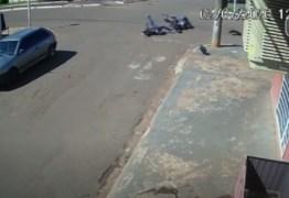 Jovem é arremessado por 30 metros após batida entre motos em Campo Grande