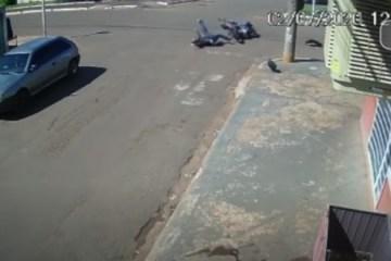 arremessado - Jovem é arremessado por 30 metros após batida entre motos em Campo Grande