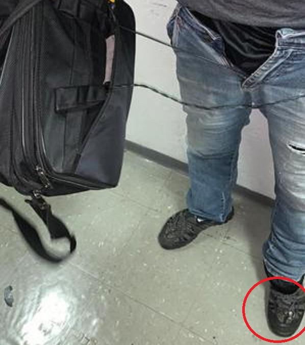 camera tenis metro - Homem é preso com câmera escondida no tênis para filmar partes íntimas mulheres no metrô