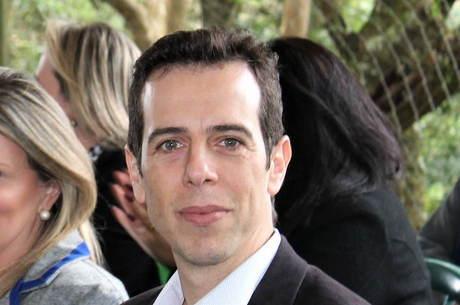 divulgacao renato feder vertical 03072020091224675 - Bolsonaro escolhe Renato Feder como novo ministro da Educação