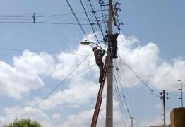 Homem sofre descarga elétrica e cai de altura de cinco metros em João Pessoa