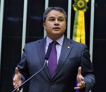 efraim - Após audiência de Efraim junto ao Ministério da Saúde, 40 respiradores são destinados a municípios paraibanos