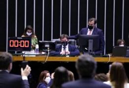 Ministros admitem 'erros' na articulação do Fundeb e miram troca do líder do governo