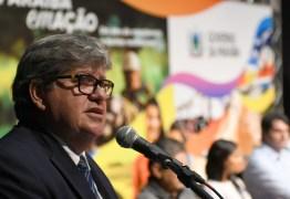 Mais de 60% dos paraibanos aprovam medidas de João Azevedo no combate a covid-19