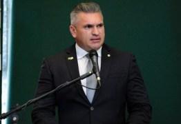 Julian Lemos anuncia candidatura e diz ser independente no plano federal