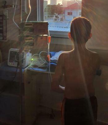 menino - Criança de 9 anos que contraiu síndrome rara após Covid-19 é curada - Veja Vídeo