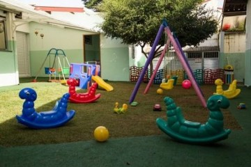 parquinho em escola - Ainda com aulas suspensas, escolas particulares reabrem para crianças usarem parquinhos
