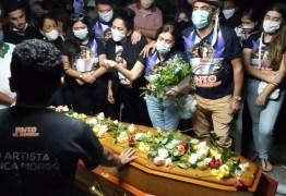 ÚLTIMO ADEUS: corpo de Pinto do Acordeon é sepultado na cidade de Patos