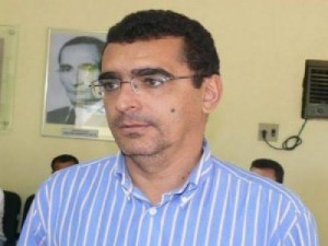 prefeito de aparecida julio cesar 300x225 - TJPB determina que prefeito de Aparecida (PB) retorne ao cargo