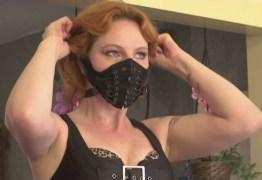 Prostitutas estão autorizadas a retomarem as atividades, mas, devem evitar beijos, na Holanda