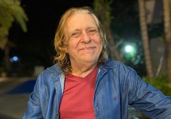 """renato barros - Morre Renato Barros, líder da banda """"Renato e Seus Blue Caps"""", aos 76 anos"""