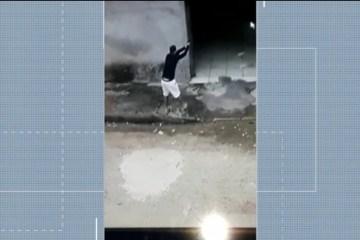 whatsapp image 2020 07 01 at 10.13.41 - Vídeo mostra momento em que atirador desce de carro e mata homem dentro de casa