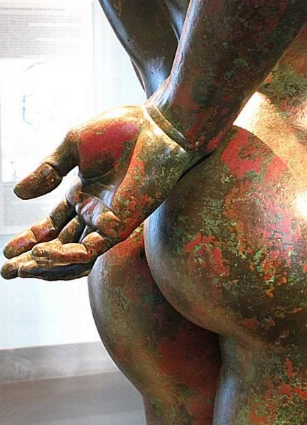 xblog bum 7.jpg.pagespeed.ic .8XuDJUxz6K - Museus disputam título de escultura com o melhor bumbum