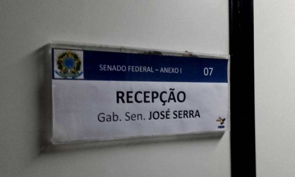 xserra gabinete.jpg.pagespeed.ic .Dr0no5k2MC 1024x615 - Senado barra entrada de PF no gabinete de José Serra