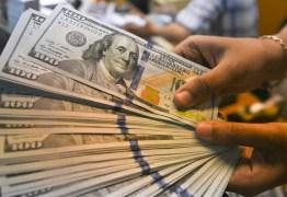 Dólar dispara e bate R$ 5,65 após Senado derrubar veto a reajuste de servidores