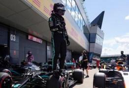 Hamilton quebra recorde e conquista pole no GP de Silverstone