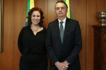 CHURRASQUINHO: Carla Zambelli exalta Bolsonaro em aglomeração sem máscara – VEJA VÍDEO