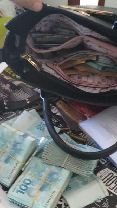 59C020FE 66AF 42CC BCB5 5541C4C3FF84 e1597401673888 - Gaeco encontra arma e dinheiro e prefeito é preso durante Operação Rent a Car