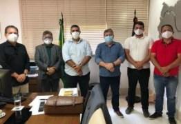 Durante encontro com Tião Gomes e Adriano Galdino, João Azevêdo garante ao pré-candidato Camaf Douglas obras para Lagoa de Dentro