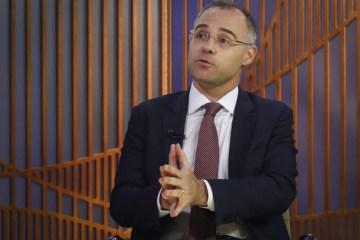 AndreMendonca - Randolfe entra com pedido para obrigar ministro a explicar dossiê secreto