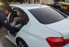 Após abordagem a carro de luxo, PRF prende jovem com um litro de loló a caminho da Praia de Pipa