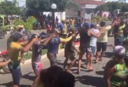 Prefeito de Camalaú é solto e população faz aglomeração em comemoração pela liberdade; VEJA VÍDEO
