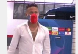 Neymar chega a estádio ouvindo hit de Luísa Sonza e web pira