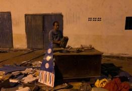 DENÚNCIA: prefeitura de Pombal desaloja grupo de cultura da cidade e joga acervo centenário nas ruas; VEJA VÍDEO