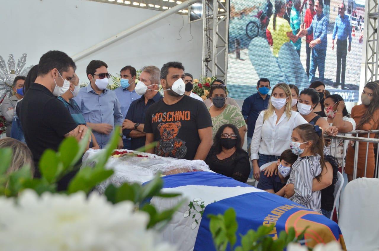 OS SEIS FILHOS JUNTOS: Só depois de morto Genival Matias viu seu maior sonho de pai ser realizado – Por Bruno Marinho