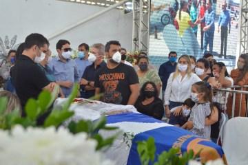 genival velorio 5 - OS SEIS FILHOS JUNTOS: Só depois de morto Genival Matias viu seu maior sonho de pai ser realizado - Por Bruno Marinho