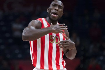 Jogador de basquete sofre enfarte e morre aos 27 anos durante treino