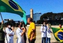 Jair Bolsonaro veta indenização a profissionais da saúde incapacitados pelo coronavírus