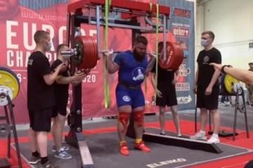 Homem quebra as duas pernas ao tentar erguer 400 quilos em competição de levantamento de peso – VEJA VÍDEO