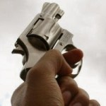 tiro alto - TENSÃO EM AREIA: Policial surta durante serviço, atira e faz reféns em cadeia pública