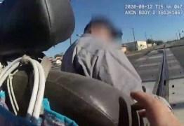Policial salva cadeirante preso em trilhos de ser atropelado por trem – VEJA VÍDEO