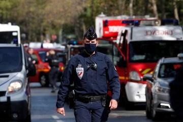 15433 60C9CC8FA5CA97E9 - Ataque em Paris deixa 2 feridos perto do antigo escritório do 'Charlie Hebdo'