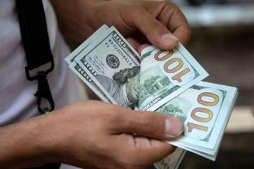 2020 06 08t201234z 1 lynxmpeg571qz rtroptp 4 mideast iran usa - Dólar fecha acima de R$ 5,50 pela primeira vez em um mês