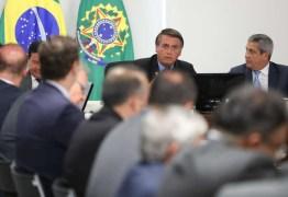 Bolsonaro leva youtuber mirim para questionar ministros