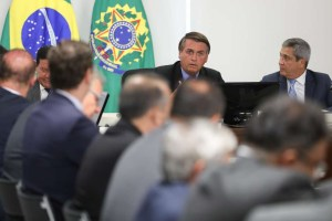 503200750021f76e5ed9dk 300x200 - Bolsonaro leva youtuber mirim para questionar ministros